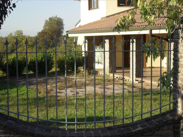 Casa moderna roma italy recinti per aiuole - Recinti per giardini ...